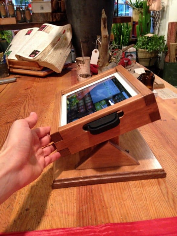 ipad-pos-wooden-stand